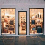 Bric's inaugura il suo nuovo negozio monomarca a Roma. Nella foto l'esterno del negozio