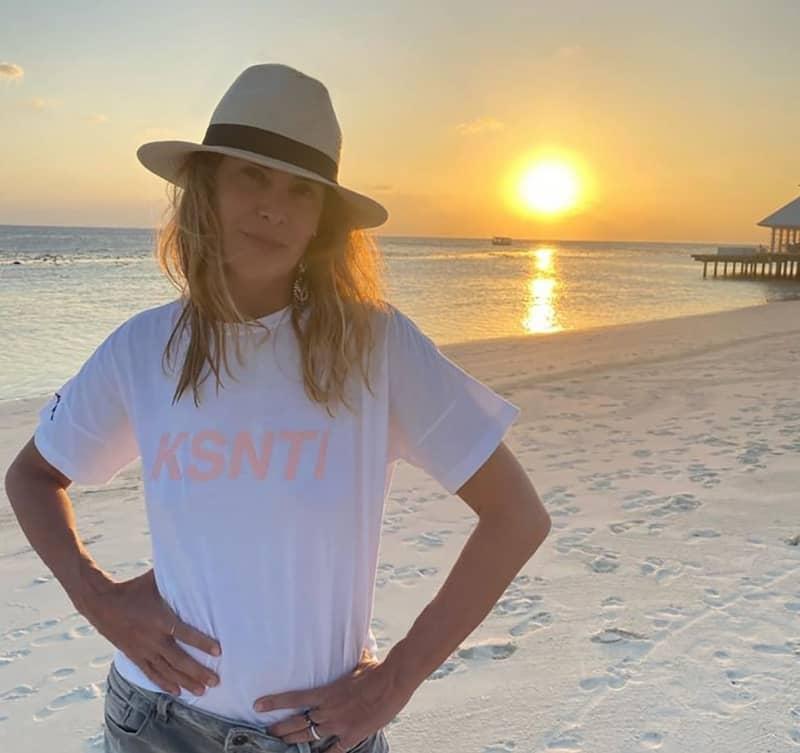 KSNTI, la nuova T-shirt di Kristina Ti che racconta un modo di vivere