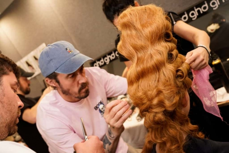 Milano Fashion Week ghd firma gli hair look del fashion show di Moschino AI 2020 21