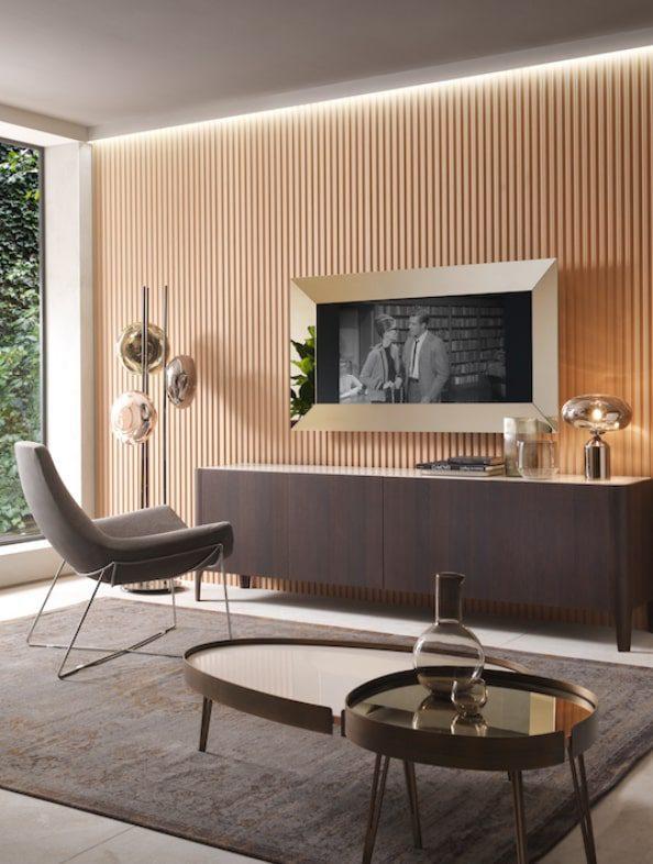 Mirror Tv, uno specchio con elegante cornice specchiante con alloggio per televisore.