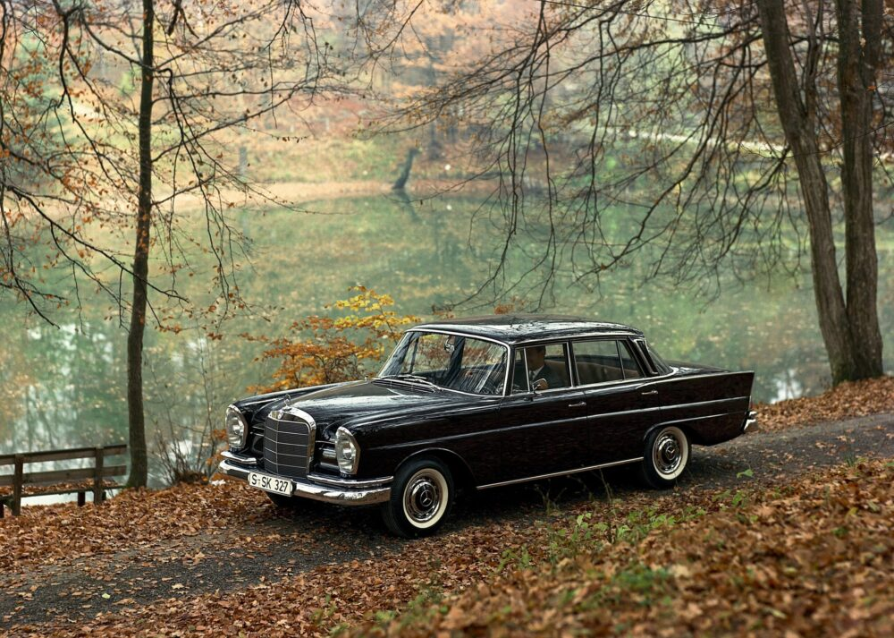 """Mercedes-Benz Limousine der Baureihe 111 - """"Heckflossen-Mercedes""""."""