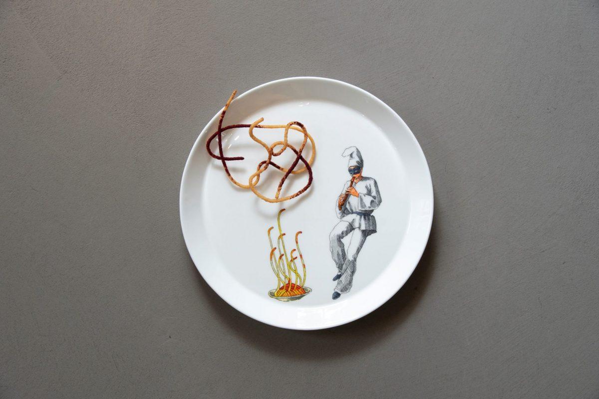 knIndustrie_-piatto-dessert-Pulcinella_Vanni-Cuochi-per-D.-Oldani_Ph.-M-Crespi