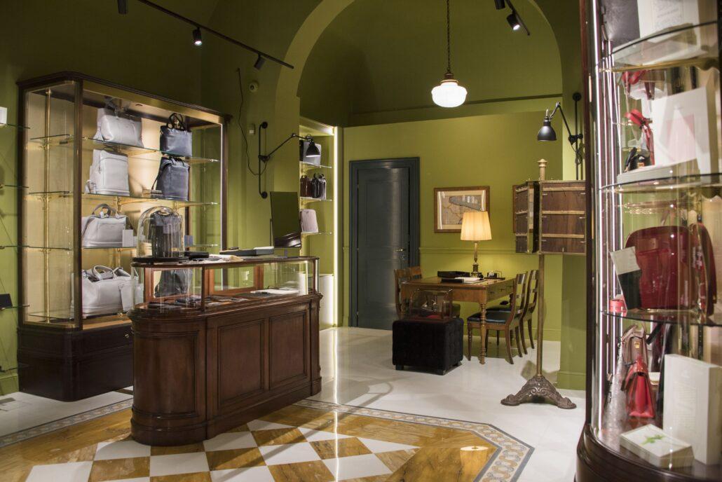 Il nuovo negozio Pineider di via del Leoncino , 25 a Roma