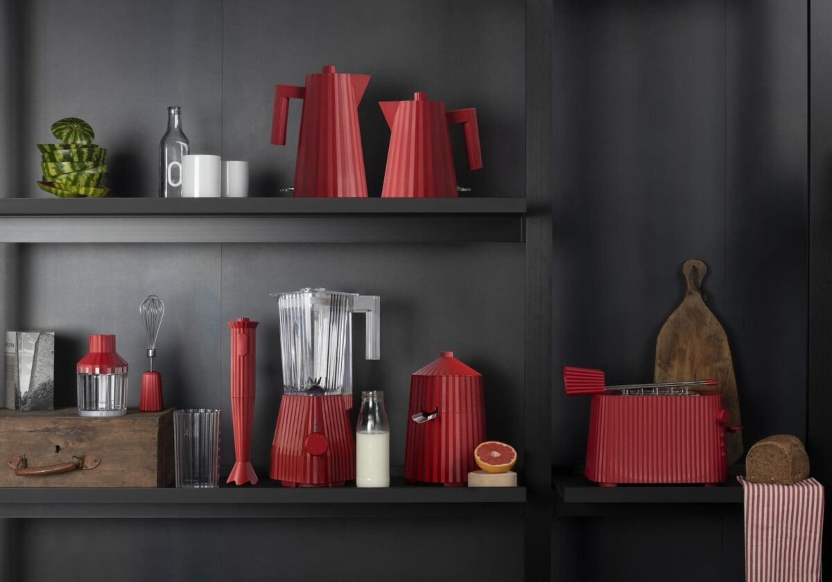 ALESSI_ PLISSE'_design MICHELE DE LUCCHI_ RED_ ph credits Alessi Archive_1