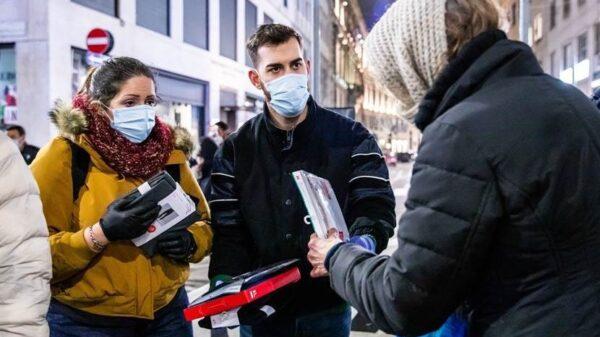 I_dipendenti_negozio_cordusio_milano_Uniqlo_progetto_arca_charity_week