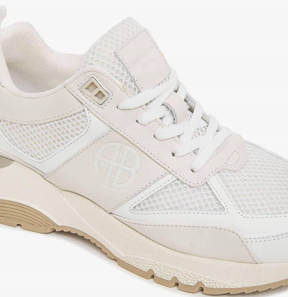 Oltre 300 prenotazioni per la nuova sneaker Dina di ANINE BING Sport in vendita da domani