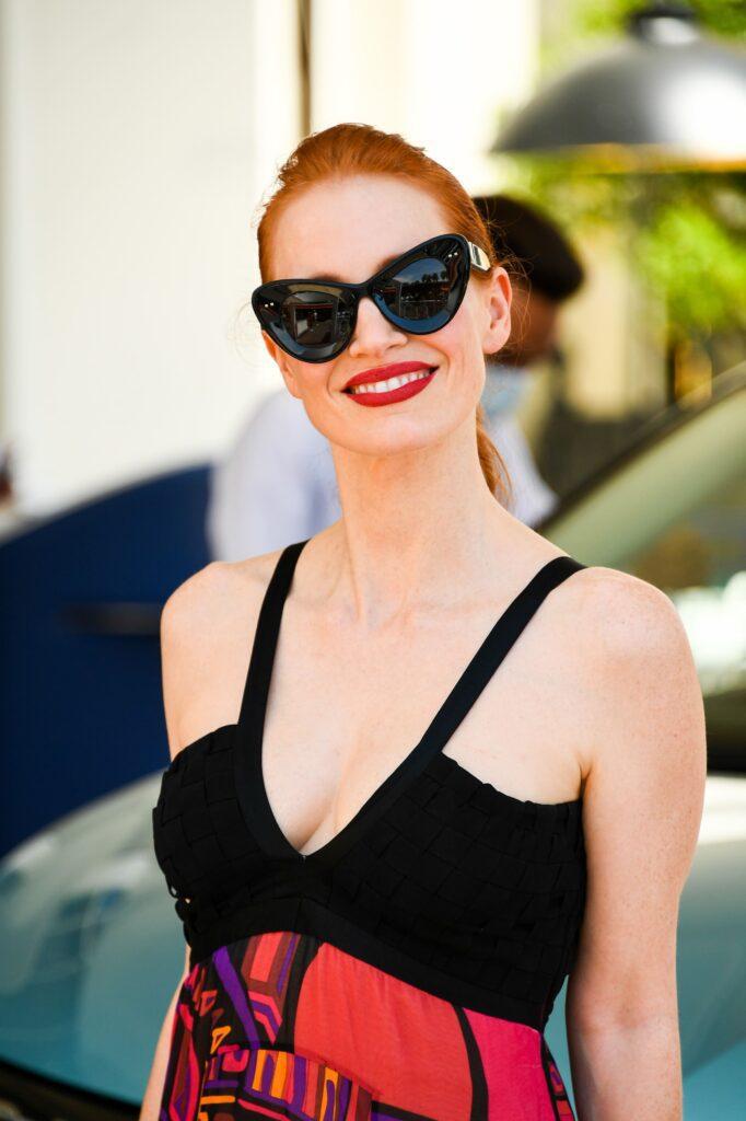 Jessica Chastain indossa occhiali Valentino - 0VA4090