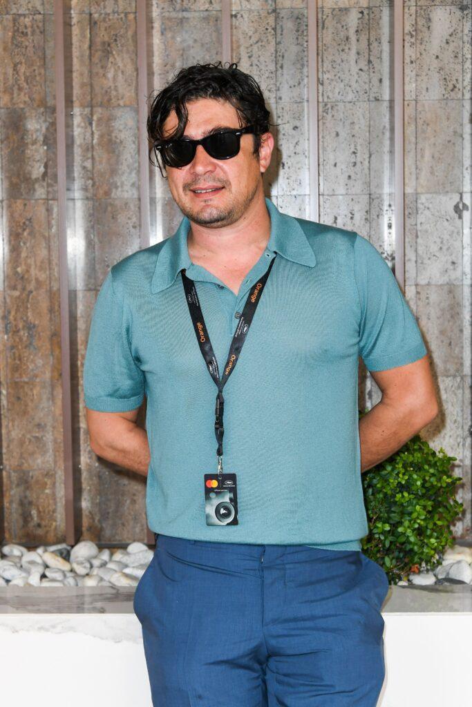 Riccardo Scamarcio indossa occhiali Ray-Ban Wayfarer