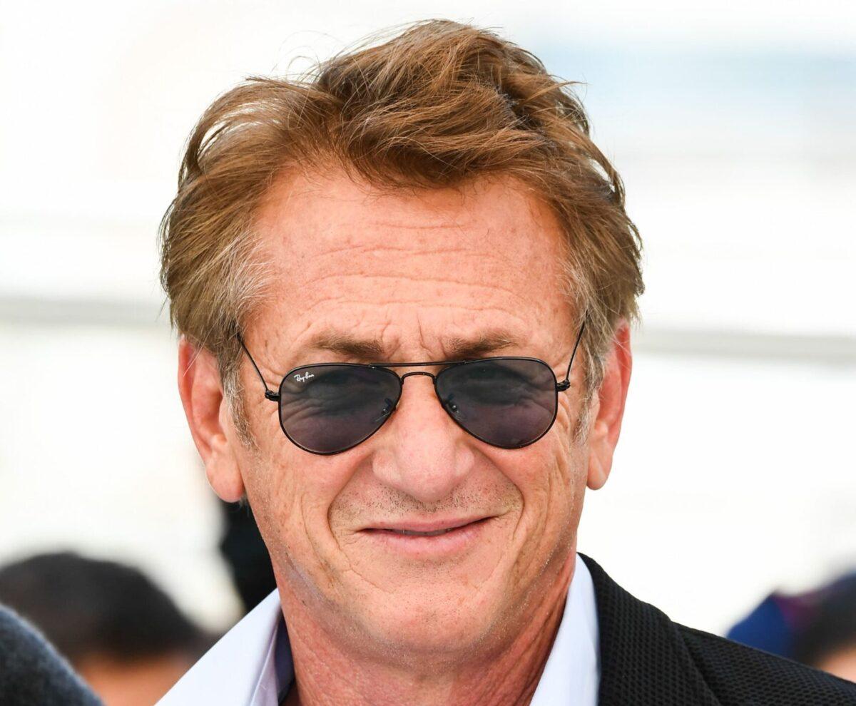 Sean Penn indossa occhiali Ray-Ban Aviator
