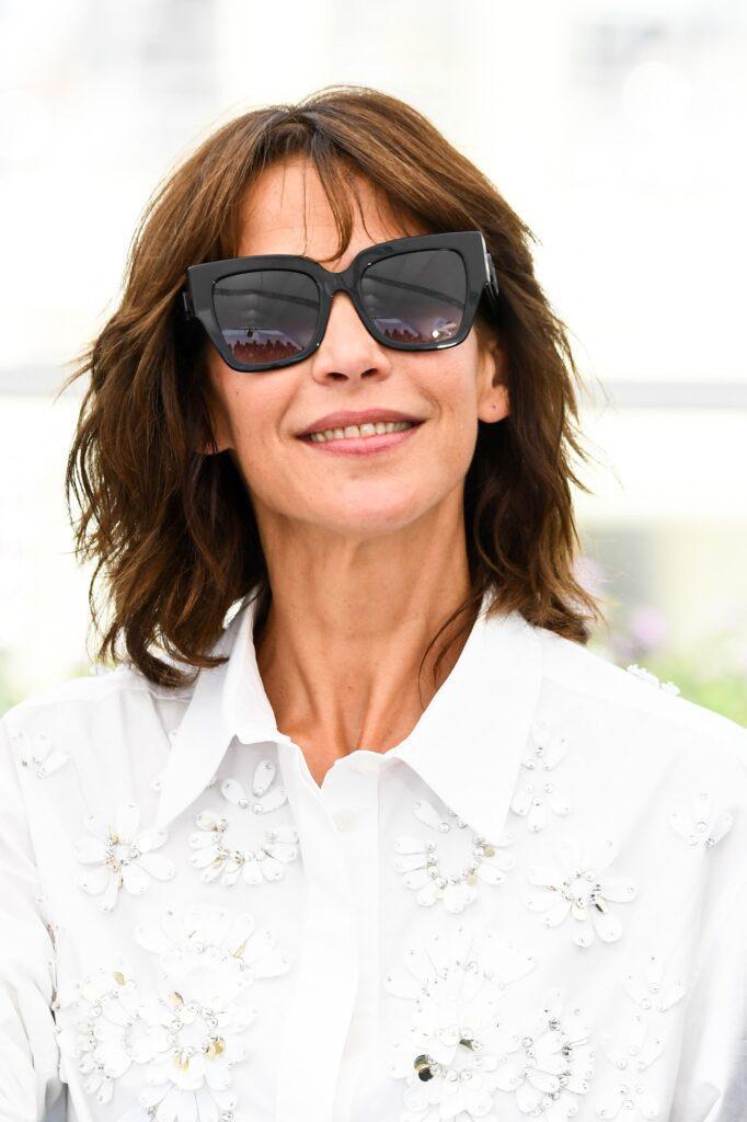 Sophie Marceau indossa occhiali Valentino 0VA9082