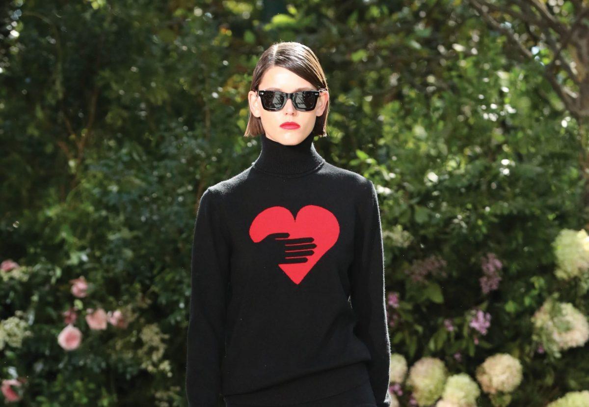 Michael Kors sfila a New York con la Primavera-Estate 2022 ispirata dall'amore per la sua città