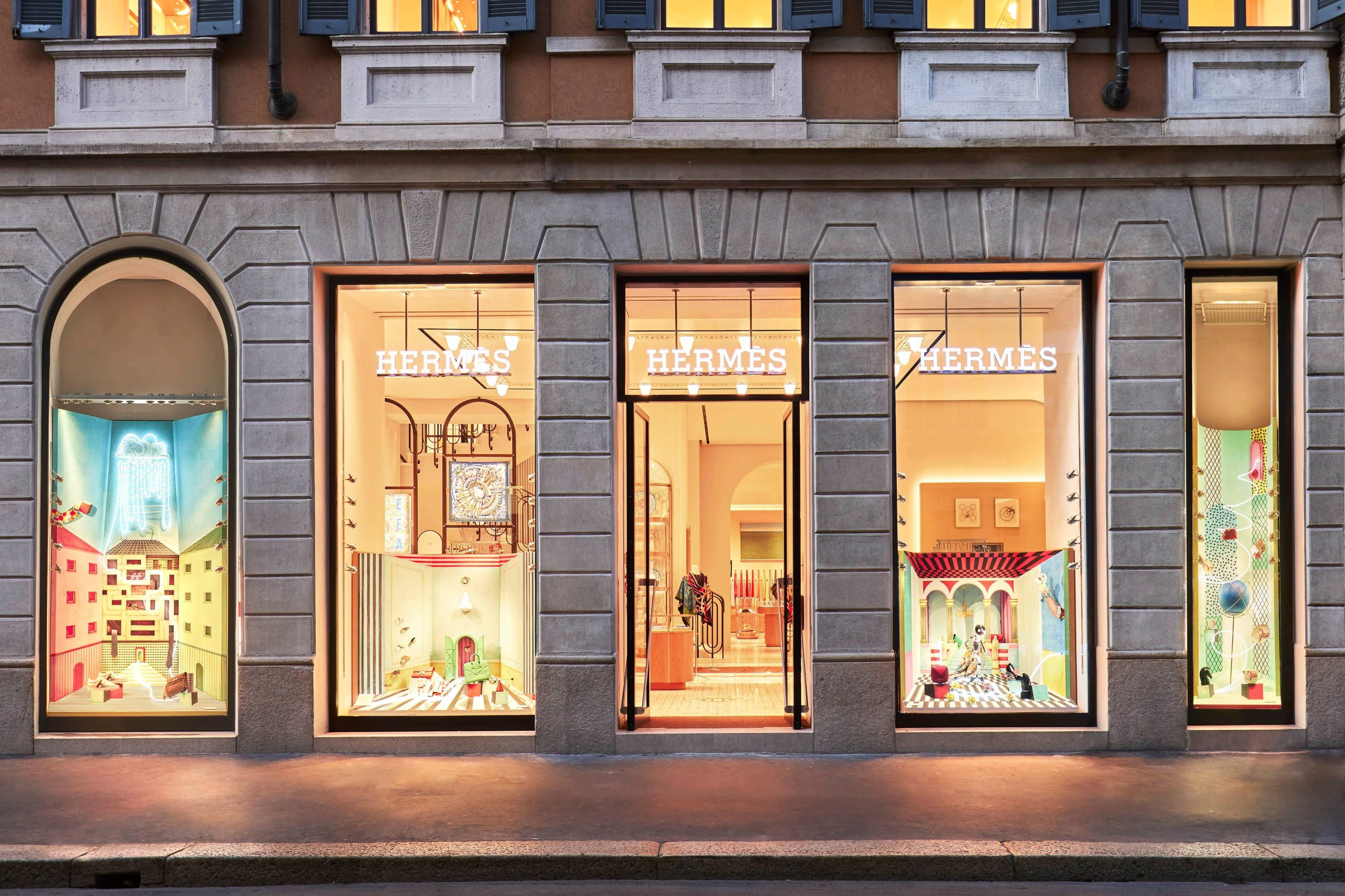 Le nuove vetrine della rinnovata Boutique di Hermès in Montenapoleone firmate da Luca Nichetto