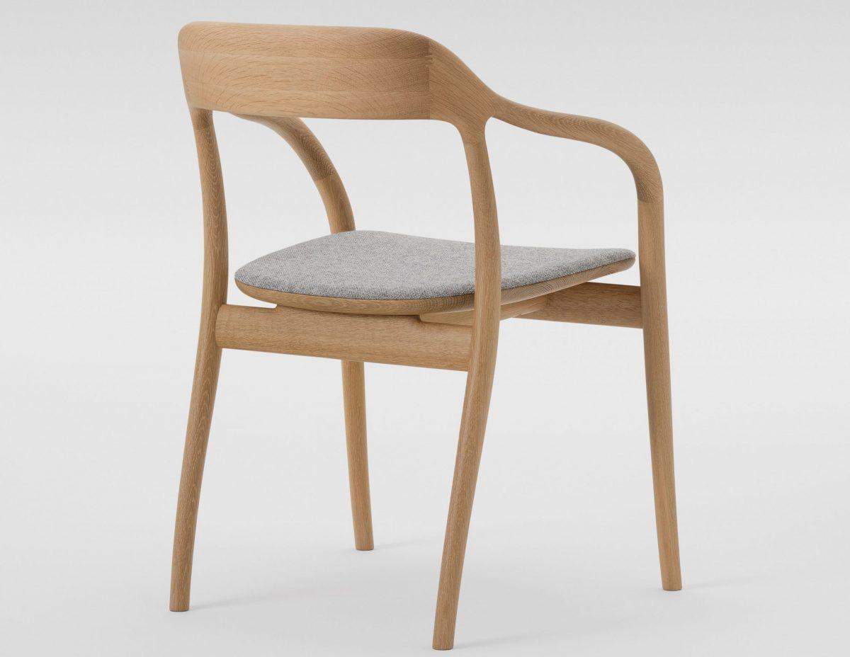nuova sedia imbottita Yako di Maruni collection 2021